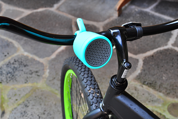 Boom Swimmer waterproof bluetooth speaker on handlebar