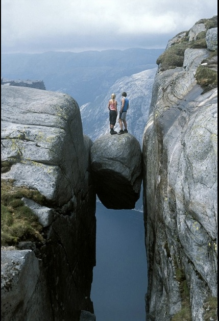 suspended boulder Kjerag Mountains, Norway. This image is from Reddit which gives credit to Imgur. Photo credit: difficult to determine.