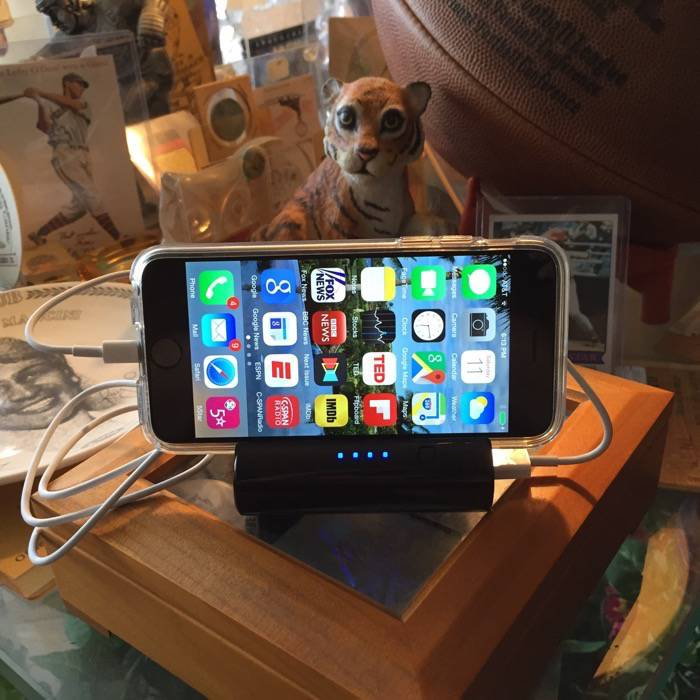 Innovative Technology Justin 6000mAh Portable Power Bank with Built-in Stand